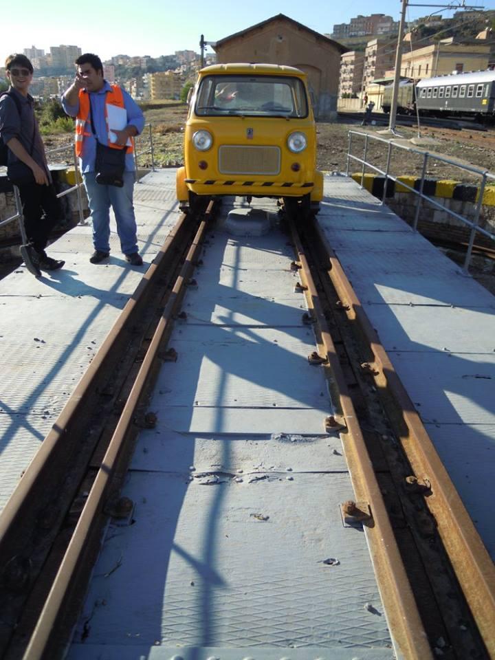 Treno storico letterario del Kaos - piattaforma girevole Stazione di Porto Empedocle C.le