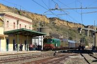 Treno storico letterario del Kaos - arrivo a Porto Empedocle C.le
